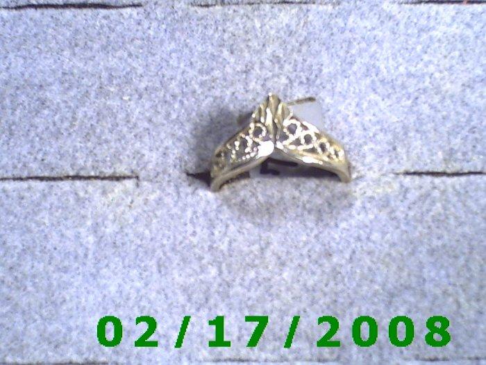 Sterling Ring size 7 diamond cut shaped like crown