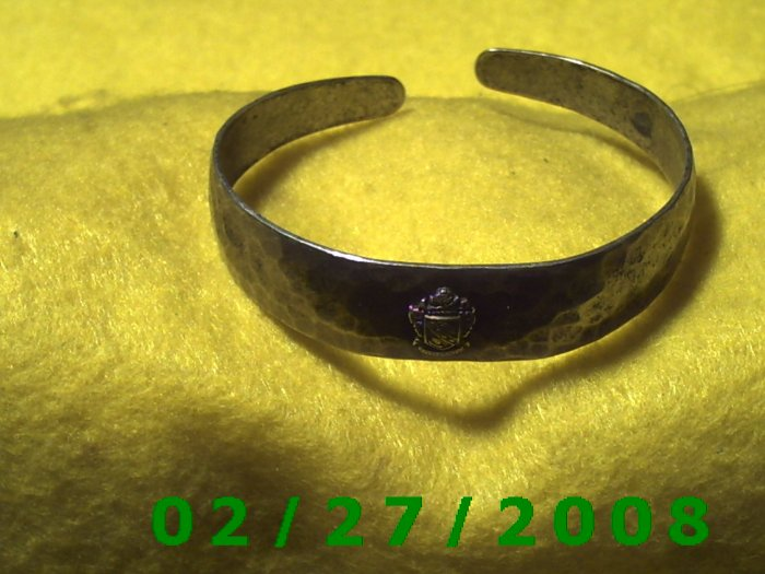 """Silver Bracelett 2 1/4"""" Inside Diameter w/coat of arms (016)"""