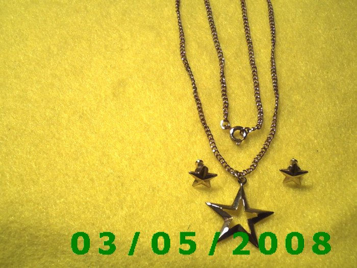 "17 1/2"" Gold Necklace w/Star, Matching pierced Earrings (025)"