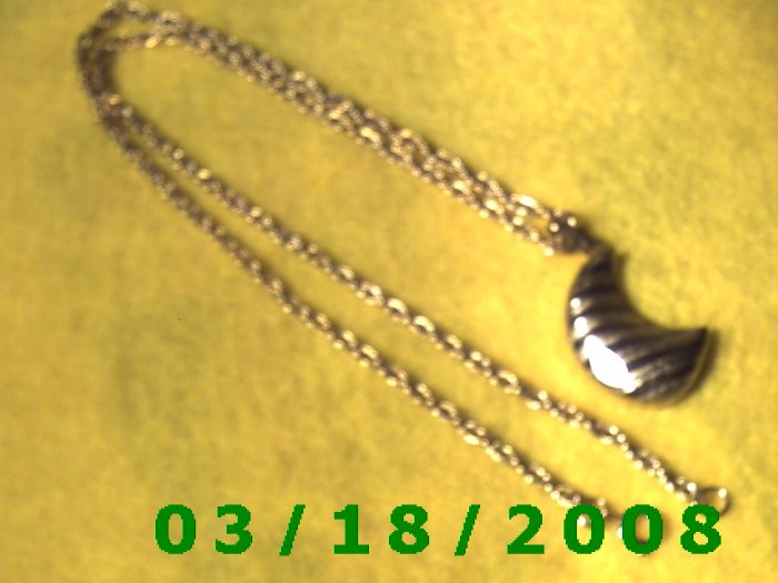 "21 1/2"" 3mm Gold Necklace w/striped moon charm"