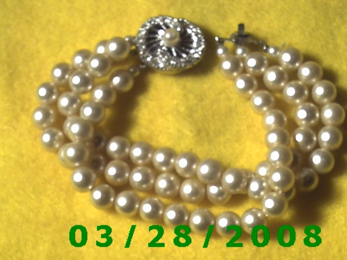 """7 3/4"""" Pearl Bracelet w/rhinestones Japan (047)"""
