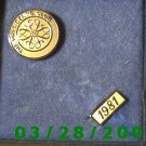 "Gold Avon Pin ""The Presidents Club"" 1981  (018)"