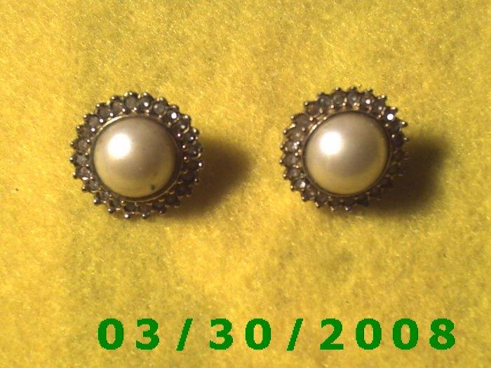 Gold w/pearl n stones Pierced Earrings (018)