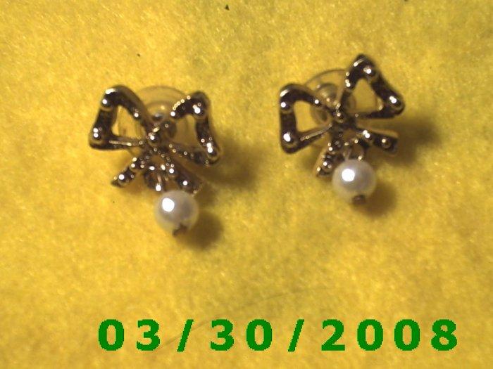 Gold Bow n Pearl Pierced Earrings  (023)