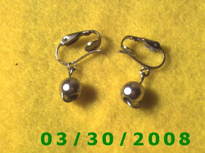 Silver w/silver bead Clip On Earrings  (043)