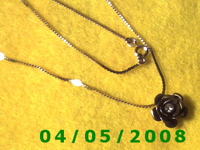 Gold Necklace w/Metal Flower and Stone    E5018