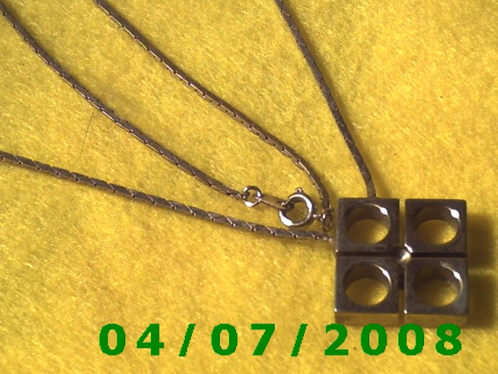 Gold Necklace w/Charm    E5044