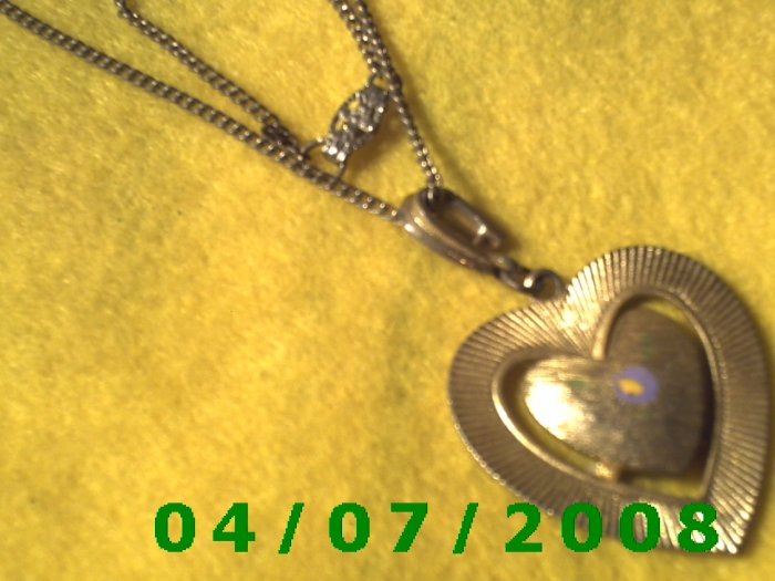 Gold Necklace w/Heart     E6006