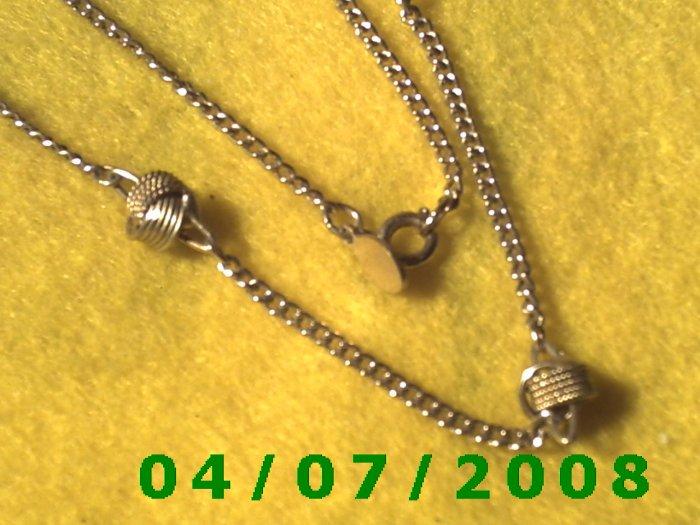 Gold Necklace w/Knots     E6010