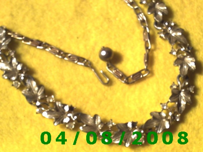 Gold Necklace w/Gold Leaves and Rhinestones      E6027