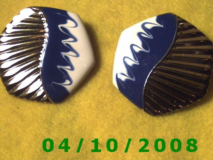 Silver Pierced Earrings     Q008
