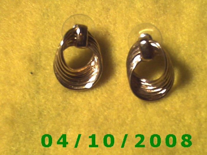 Gold Pierced Earrings     Q011