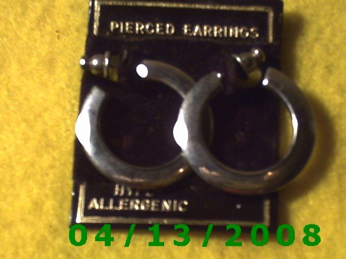 Circle Silver Pierced Earrings         Q2029
