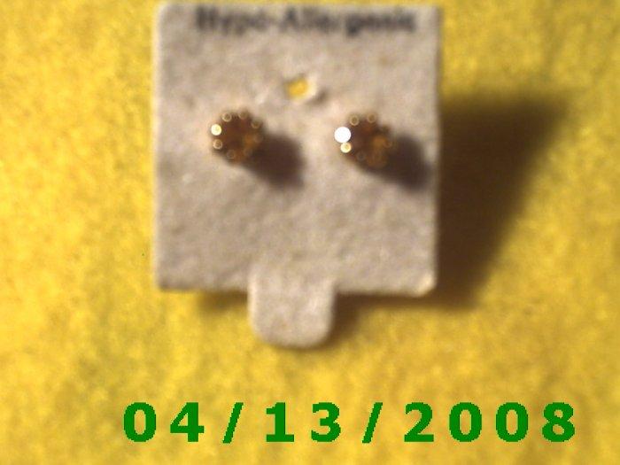 Topaz Stud Pierced Earrings        Q2031