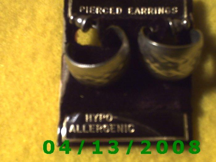 Hoop Silver Pierced Earrings     Q2014