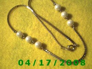 Gold Necklace w/White Beads    EI005