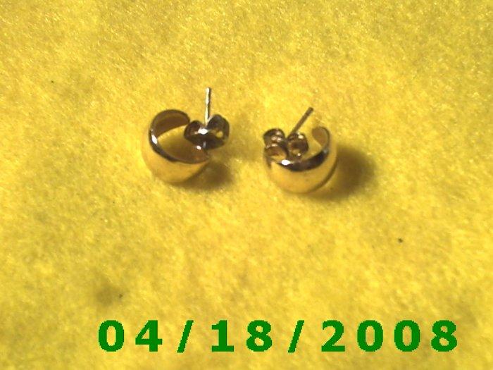 Gold Hoop Pierced Earrings    Q3001
