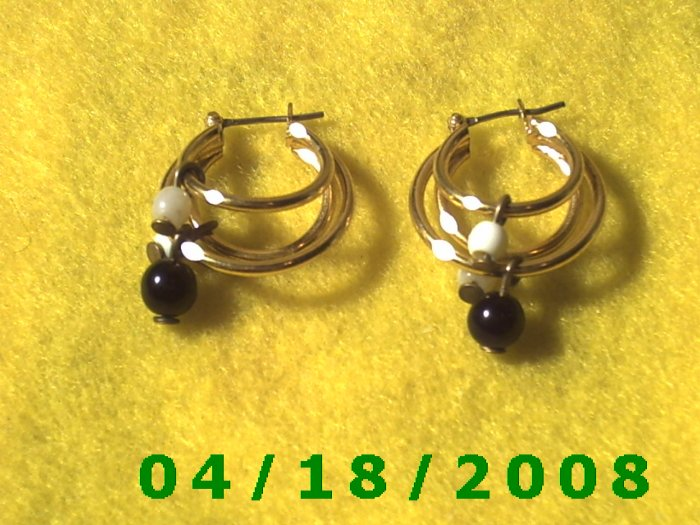 Gold Hoop Pierced Earrings w/Beads   Q3A008