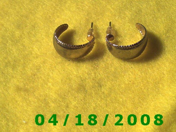 Gold Hoop Pierced Earrings    Q3015