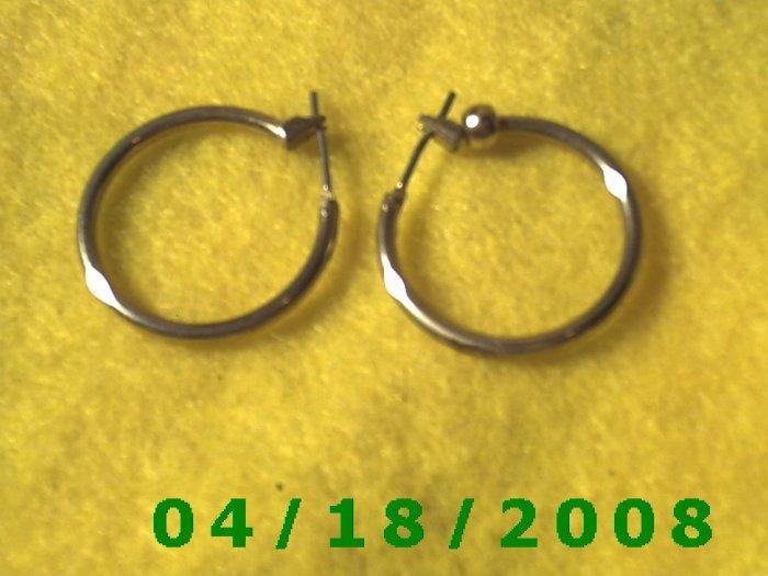 Gold Hoop Pierced Earrings    Q3016