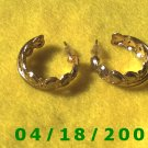 Gold Hoop Pierced Earrings w/Hearts    Q3021