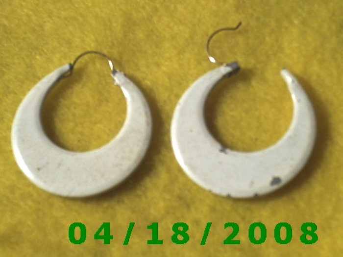 White Hoop Pierced Earrings     Q3025
