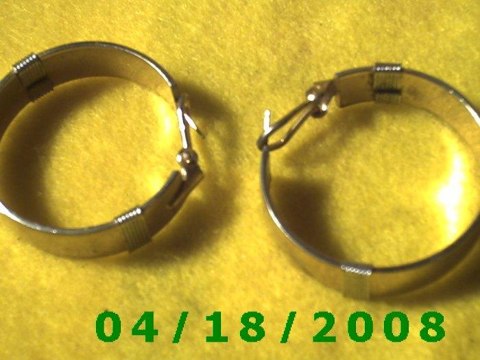 Silver Hoop Pierced Earrings    Q3039