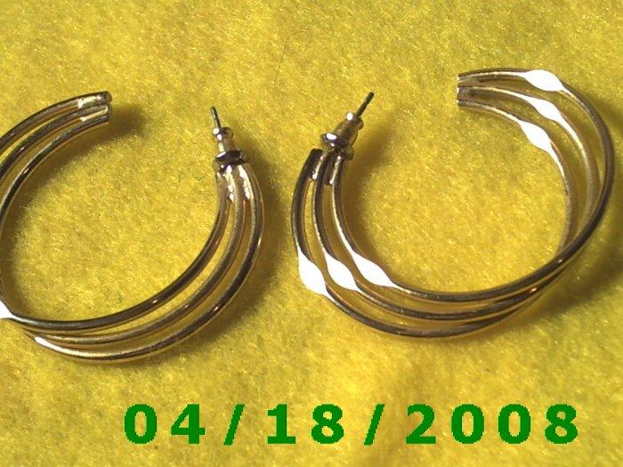 Silver Hoop Pierced Earrings    Q3034