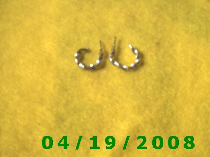Silver Hoop Pierced Earrings    Q3042
