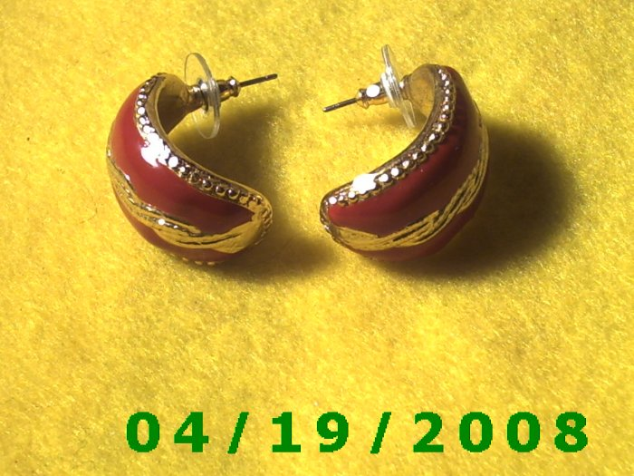 Gold and Red Hoop Pierced Earrings    Q3048