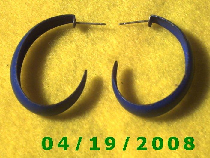 Blue Hoop Pierced Earrings    Q3051