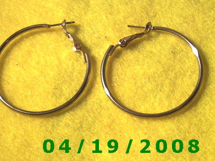 Gold Hoop Pierced Earrings    Q3054