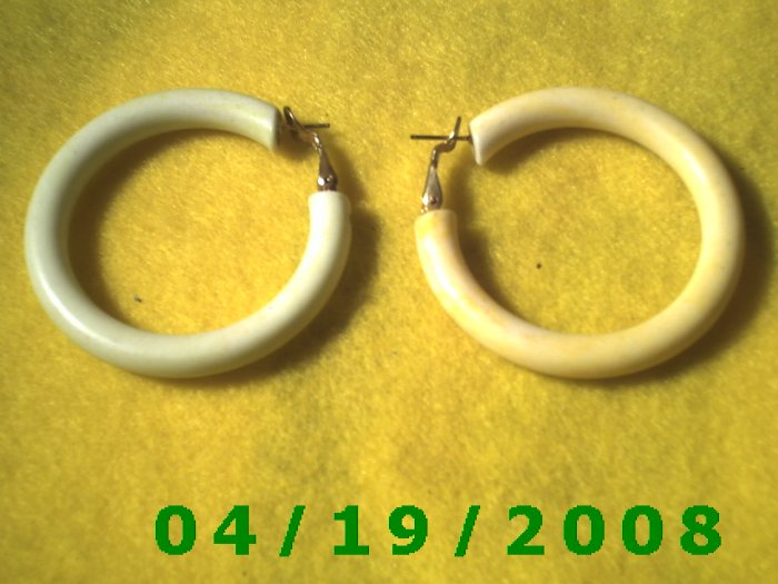 White Hoop Pierced Earrings    Q3057