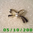 Gold Bow w/Pearl Pin (signed)   (106)