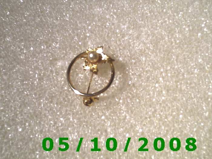 Gold Leaf on Ring w/Pearl Pin  (105)