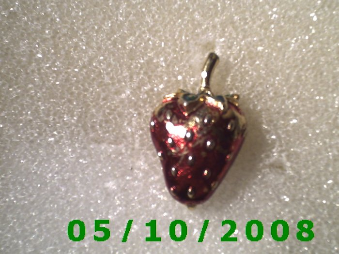 Strawberry Pin  (099)