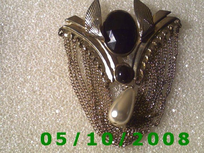 Gold Brooch w/dark red stones n Pearl tear drop (095)