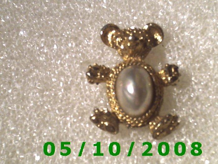 Gold Bear w/pearl Pin  A068