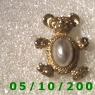 Gold Bear w/pearl Pin  A068
