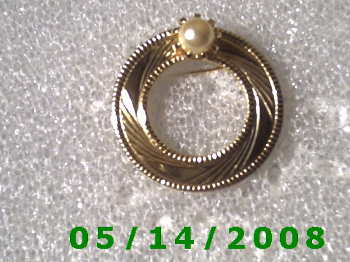 "1 1/4"" Gold w/Pearl Pin..............  B057"