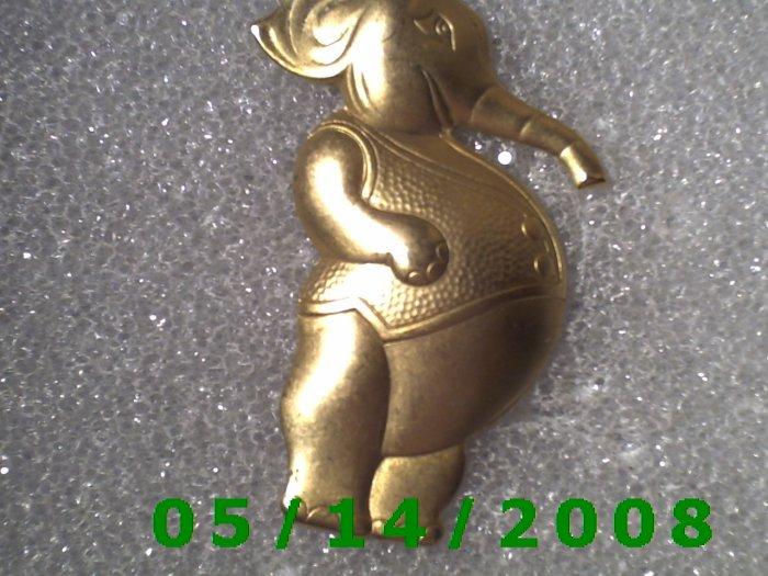 Gold Elephant Pin    B035