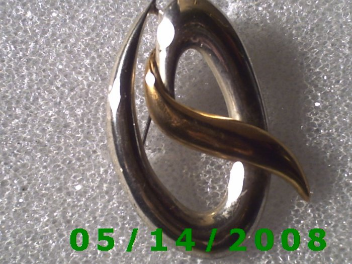 Gold n Silver Letter Q Pin    B015