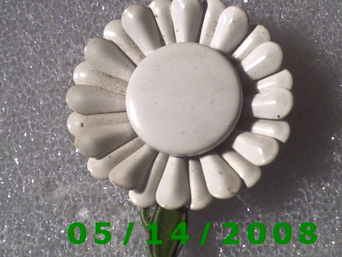 Flower Pin   B002