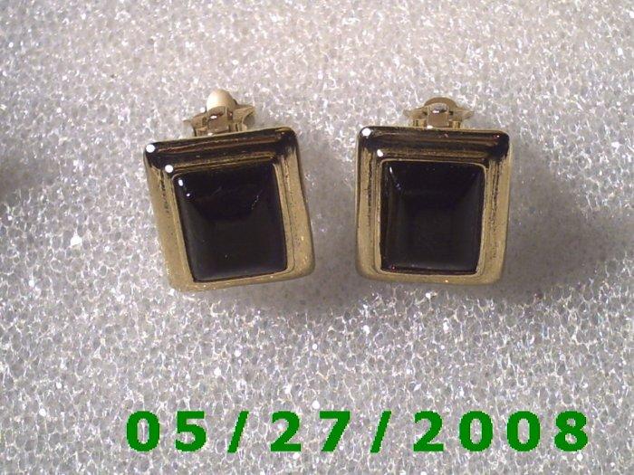Gold w/Black Stone Clip On Earrings    D005