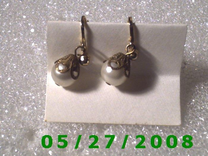 Gold w/Pearl Clip On Earrings    D024 1005
