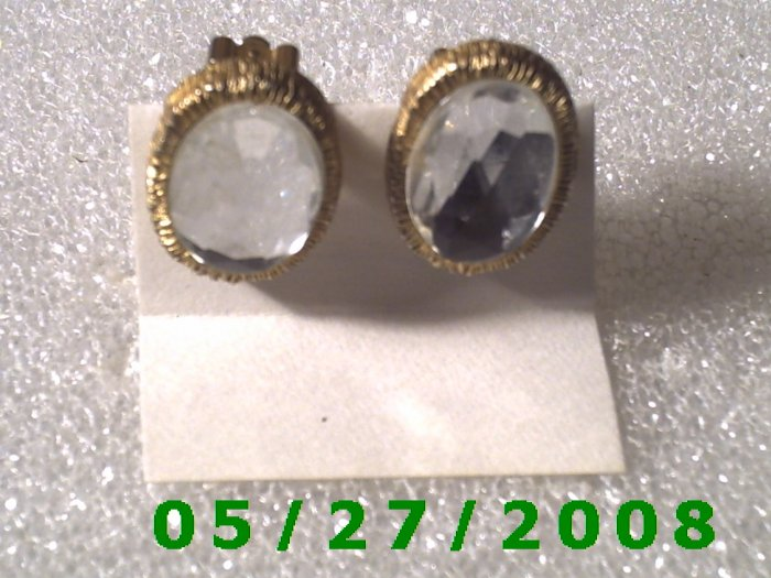 Gold w/Clear Stone Clip On Earrings    D025 1006