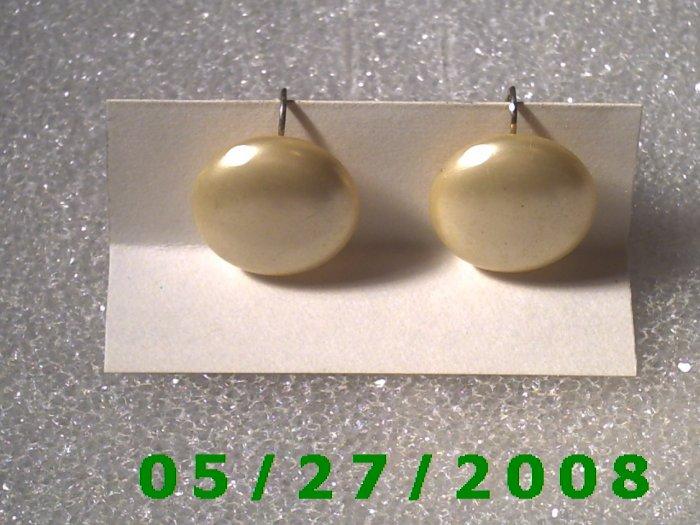Ivory Buttons w/screw back Earrings    D027