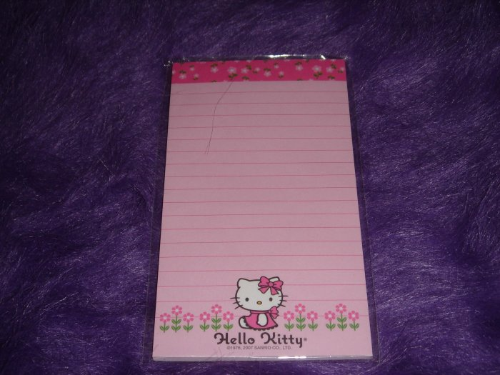 Hello Kitty Magnetic Memo Pad - Flowers