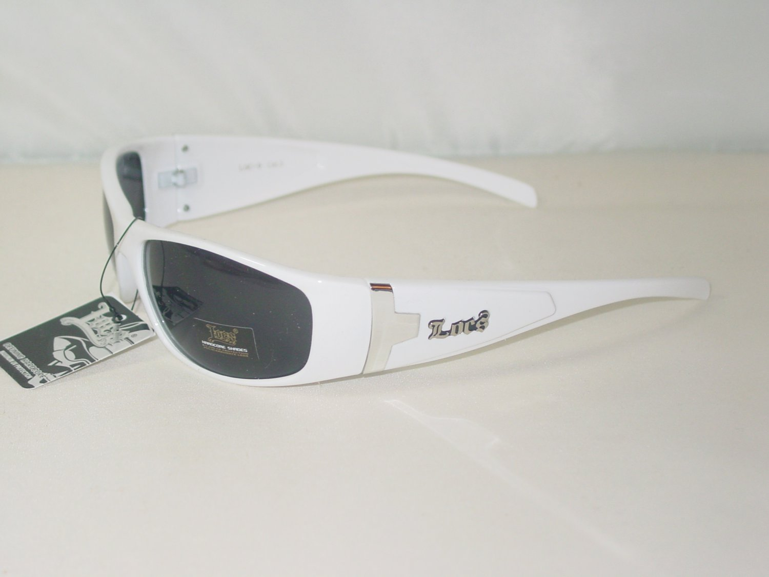 WHITE PLASTIC FRAME SUNGLASSES WITH METAL ACCENT