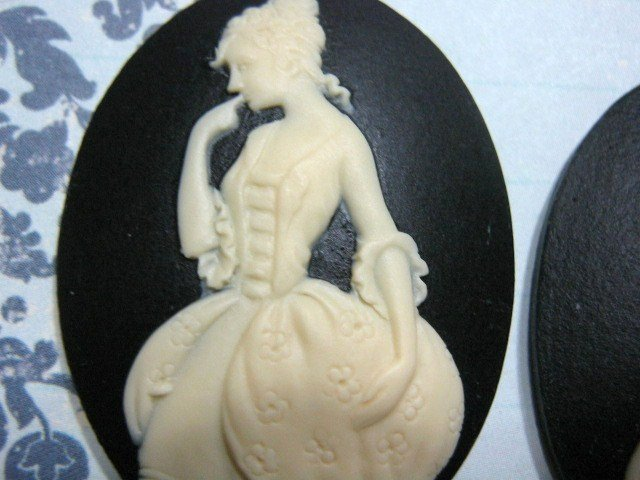 Courtesan Cameo 40x30mm Ivory on Black Resin Cabochon